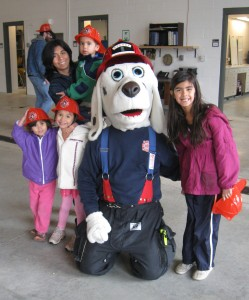 Yoli and the kids found someone cool to take a photo with.