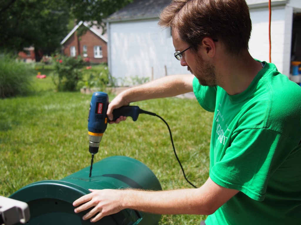 Making a trash can composter
